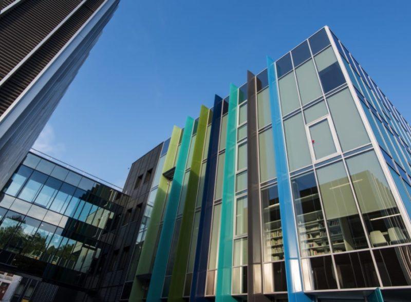 facade-vitree-vitrage-aluminium-chassis-fixe-sur-mesure-snalugo-cholet-france-realisations-fabricant-poseur-etudes-architecture-menuiserie-